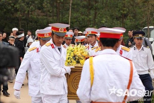Những hình ảnh xúc động trong lễ tang của cố nhạc sĩ - ca sĩ Trần Lập.