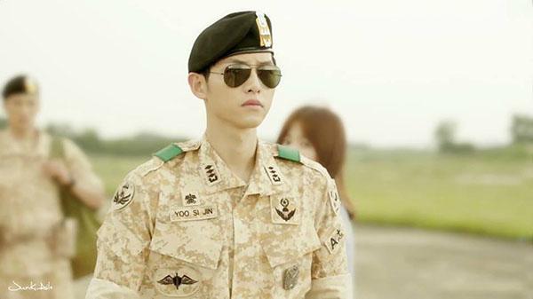 """Hình tượng của Song Joong Ki trong bộ phim """"Hậu duệ mặt trời""""."""