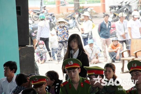 Thiếu nữ Kim Ngân xin tội cho gã tình nhân giang hồ tại tòa.