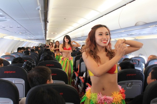 VietJet flight attendants perform a dance aboard the inaugural flight from Saigon to Nha Trang in 2012. Source: VietJet Aviation JSC