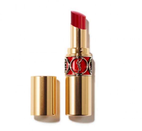 Một thỏi son đỏ từ nhãn hiệu lừng danh YSL có giá tầm gần 2 triệu đồng sẽ làm cho đôi môi bạn thêm rạng ngời torng hè này.