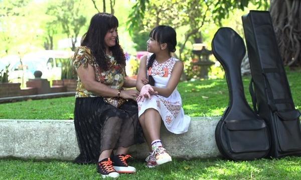 Để Quỳnh Anh theo đuổi nghệ thuật, mẹ cô bé đã quyết định chuyển nhà từ Hà Tĩnh và TPHCM gần một năm nay. Trước tình cảm và sự ủng hộ lớn này, Quỳnh Anh chắc chắn sẽ cố gắng đi đến đam mê của mình và bắt đầu từ những phần trình diễn đáng nhớ trên các sân khấu lớn.