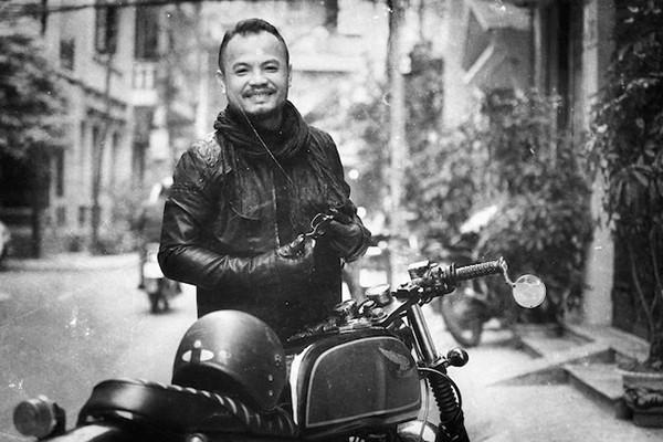 Ngoài hoạt động âm nhạc, Trần Lập còn được biết đến là một người chơi môtô có tiếng từ Bắc vào Nam. Thủ lĩnh nhóm Bức Tường thích những chuyến phiêu lưu dài và trên hành trình đó, anh có thêm những người bạn, những trải nghiệm mới.