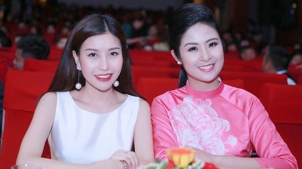 Trên hàng ghế giám khảo còn có sự xuất hiện của Hoa hậu doanh nhân Thế giới người Việt Nguyễn Lam Cúc. Cả hai nàng hậu đều sở hữu vẻ đẹp Á đông đằm thắm, duyên dáng.