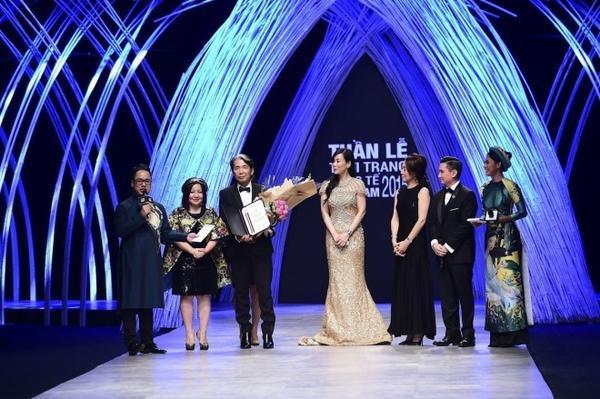 Đặc biệt hơn, Vietnam International Fashion Week 2015 đã vinh dự chào đón sự xuất hiện của NTK huyền thoại Nhật Bản Kenzo Takada với vai trò khách mời danh dự của sự kiện.
