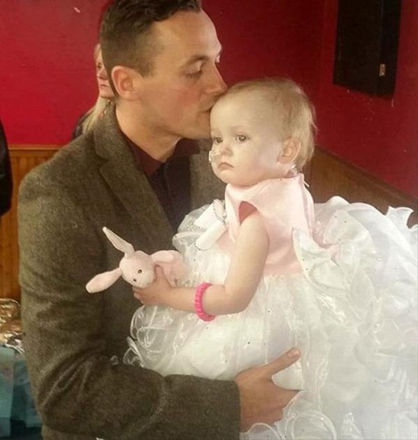 Anh Andy đã quyết định tổ chức 'đám cưới' với con gái mình.  Ảnh: Dailystar.
