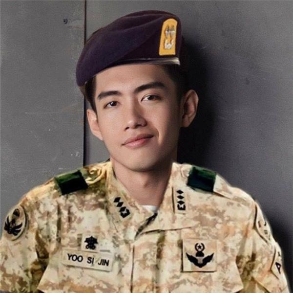 Quang Đăng cũng cập nhật trào lưu quân nhân không thua kém các sao Việt khác.
