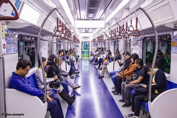 Hệ thống tàu điện ngầm tại Seoul rất hiện đại, sạch sẽ.
