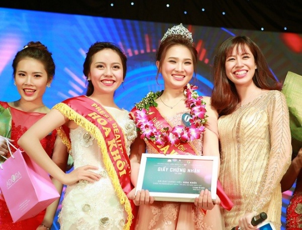 Với câu trả lời ứng xử xuất sắc cùng phần thi tài năng tràn đầy cảm xúc, nữ sinh Vũ Phương Anh xuất sắc giành ngôi vị hoa khôi tài sắc nữ sinh báo chí