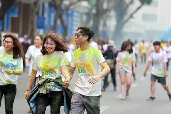 850 cặp đôi thể hiện cho sức trẻ Thủ đô cùng nhau tham gia đường chạy.