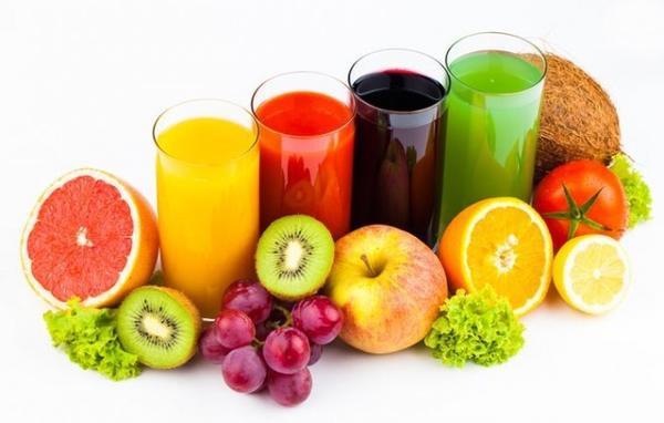 Ăn nhiều trái cây và uống nhiều nước trong mùa hè đề phòng cơ thể bị mất nước nhé.