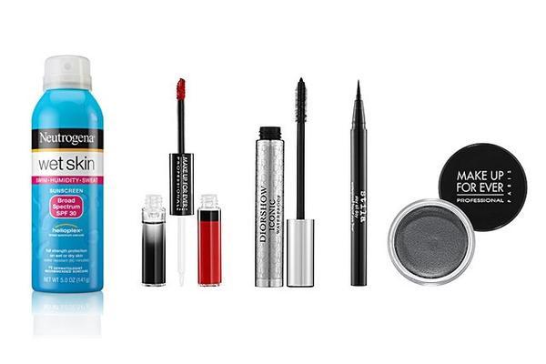 """Nếu có makeup hãy chọn những sản phẩm có """" waterproof """" để không lem nhem dưới nước."""