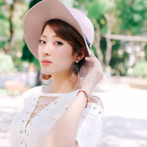 Yumi Dương là một trong những VJ được yêu thích nhất trong thời điểm hiện tại. Cô nàng đang ngày càng được yêu thích nhờ những clip làm đẹp cực hiệu quả.