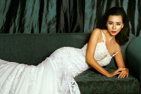Lại Thanh Hương dường như trở nên ngày càng quyến rũ hơn. Cô cũng vừa update hình ảnh của mình trên mạng xã hội với đôi môi cam đất hấp dẫn ánh nhìn.