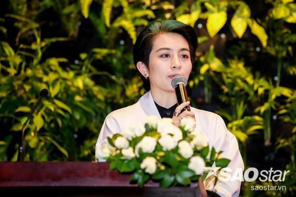 Gil Lê đảm nhận vai trò MC trong buổi họp báo
