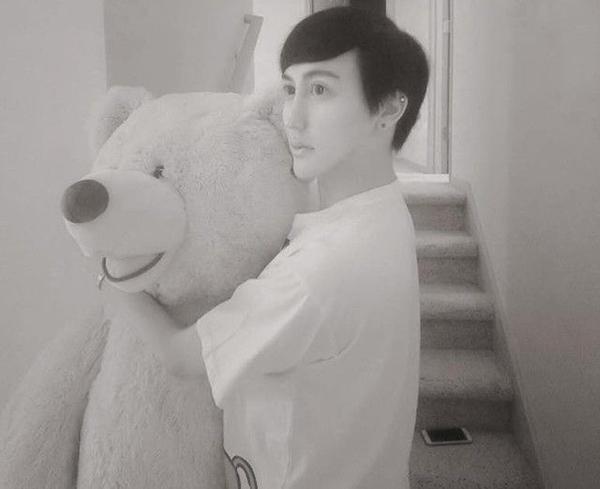Liu muốn gửi tặng con gấu bông đến bé gái
