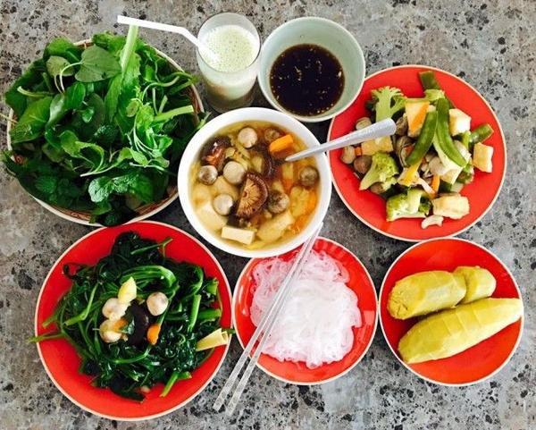Những bữa cơm chay với nguyên liệu trong vườn nhà do tự tay cô nấu.