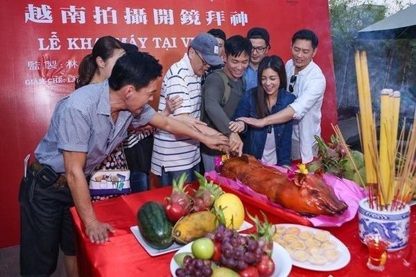Sao phim Kong: Skull Island thì Sự hồi sinh chí mạng là đoàn phim nước ngoài thứ 2 đến Việt Nam quay. Năm 2015, giám chế Lâm Chí Hoa đã sang Việt Nam khảo sát địa điểm quay.