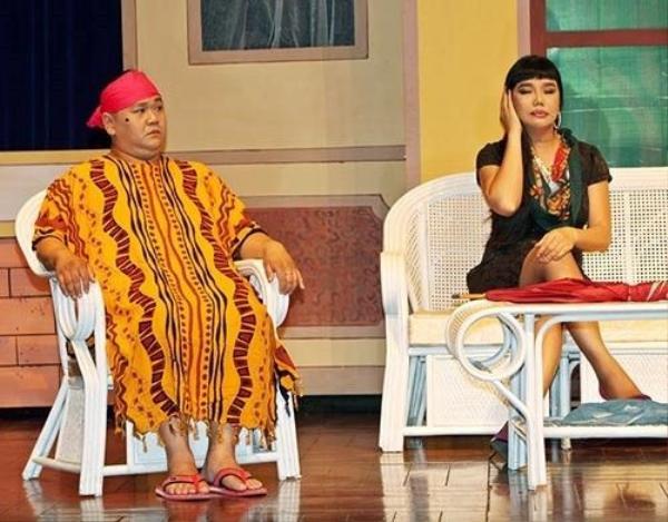 Minh Béo trên sân khấu kịch do chính anh đầu tư. Ảnh: Tuấn Nguyễn