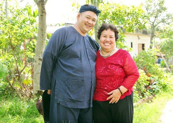 Mẹ của Minh Béo giờ chỉ biết đi chùa cầu bình an cho con trai.