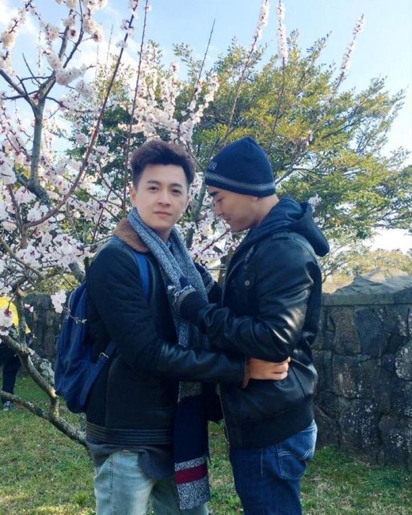 Ngô Kiến Huy và Hứa Vĩ Văn có những khoảnh khắc vô cùng tình cảm với nhau.