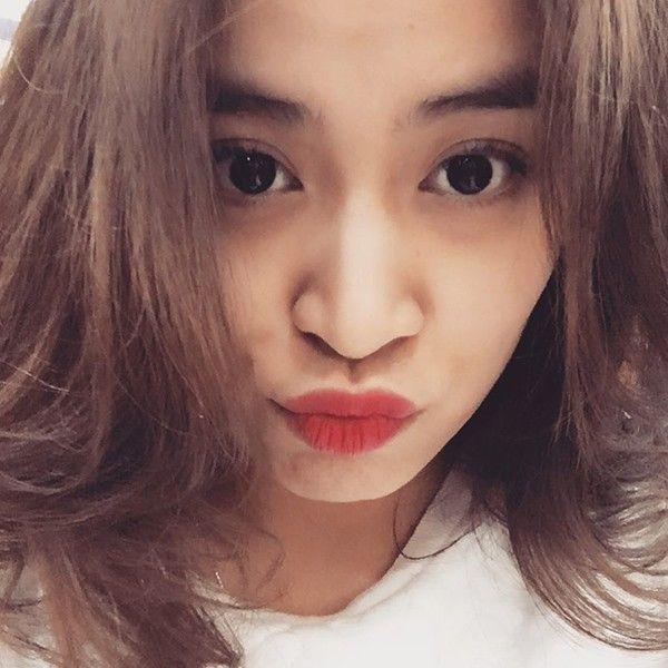 Cận cảnh gương mặt xinh đẹp của Hoàng Thùy Linh.