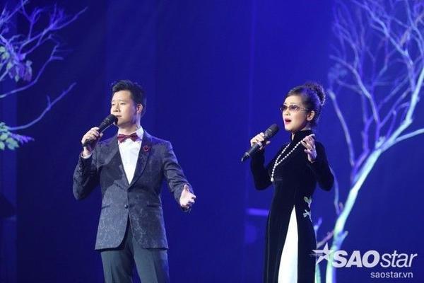 Bên cạnh đó, phần song ca giữa Hồng Nhung với Quang Dũng trong ca khúc Tình nhớ cũng tạo nên sự thú vị cho đêm nhạc.