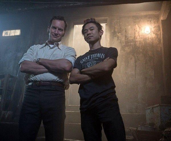 Patrick Wilson (trái) và James Wan (phải) tại phim trường của The Conjuring 2.