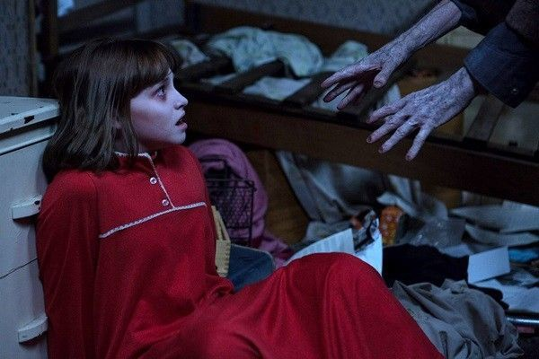 Madison Wolfe hóa thân thành Janet, nhân vật bị thế lực tà ác quấy phá dữ dội nhất.