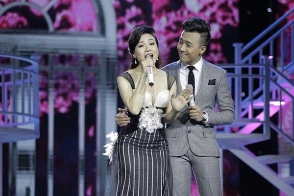 Ca khúc bolero Đêm tâm sự- sáng tác của nhạc sĩ Trúc Phương được thể hiện cực mùi qua cặp song ca Trấn Thành - Hoàng Châu.