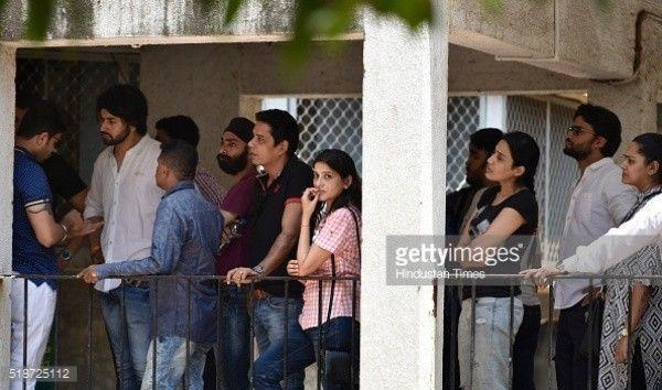 Nam diễn viên Smita Bansal Shashank Vyas, người đóng vai ông chồng phản bội cảu Anandi có mặt trong lễ tang.