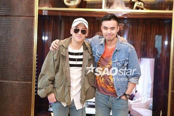 Seungri chụp ảnh còn Đỗ Hoàng Minh, con trai của Chủ tịch Tân Hoàng Minh, là người bạn mời nam ca sĩ đến Việt Nam.