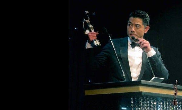 Phim đã giúp dàn diễn viên được gọi tên tại Kim Tượng. Trong ảnh là nam diễn viên Quách Phú Thành với tượng vàng Nam chính xuất sắc nhất.