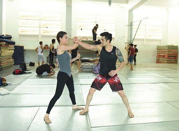 Trương Ngọc Ánh và Thiên Nguyễn liên tục đổ mồ hôi trên sàn tập.