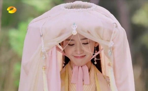 Nữ ca sĩ Hàn Quốc YonnA được khen ngợi hết lời vì vẻ ngoài xinh xắn và diễn xuất đáng yêu.