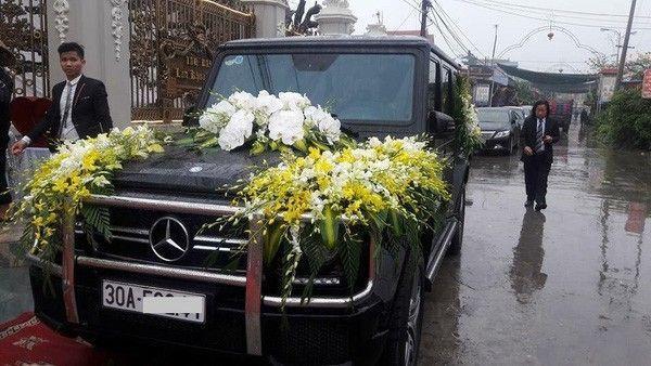 Siêu xe Mercedes G65 được dùng để rước dâu.