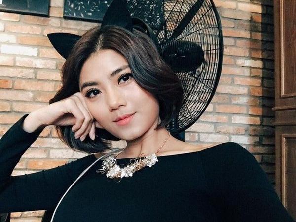 Dù là tóc bob ngắn hay tóc dài thì cô VJ này cũng thích sử dụng cách trang điểm với đường liner cực mảnh giúp tôn lên vẻ đẹp tự nhiên của đôi mắt.