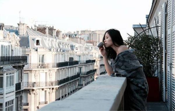 và Paris, Pháp (ng.a)