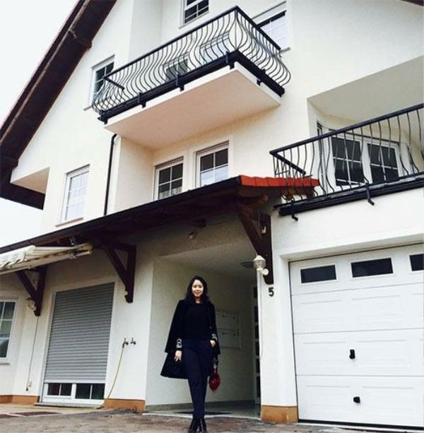 Không chỉ ở Việt Nam, mà cô nàng còn có nhà ở Đức... (ng.a)