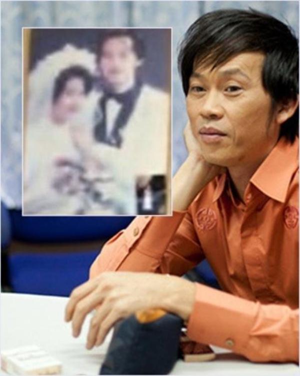 Ảnh cưới của Hoài Linh và vợ vô tình được hé lộ khi em trai Dương Triệu Vũ chia sẻ ảnh trò chuyện facetime với bố.