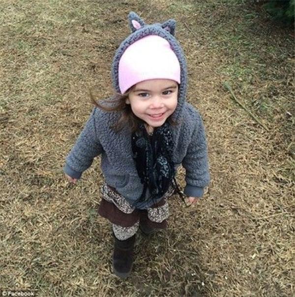 Cô bé Macy Grace nhập viện ngày 2/12/2015 với đầy những thương tích nguy hiểm đến tính mạng và mất 2 ngày sau đó, 4/12/2015.