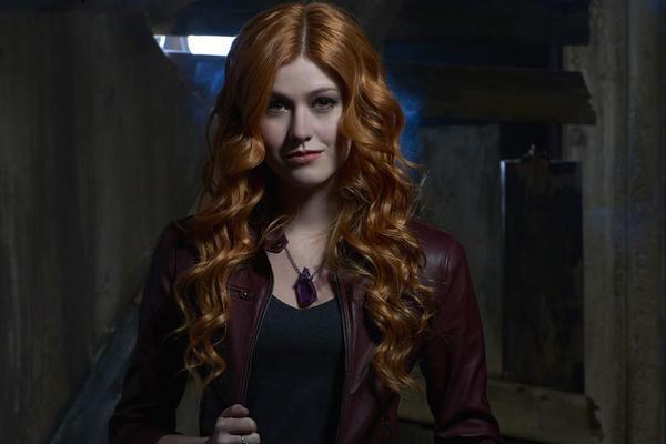 Nữ chính Clary (Katherine McNamara) có vẻ như không được lòng người xem như Lily Collins
