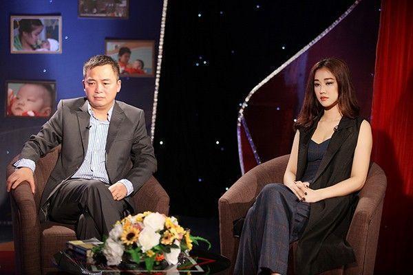 Trong cuộc trò chuyện với MC chương trình và bác sĩ, PGS Trần Lân Hiếu, Maya bày tỏ sự xót xa khi biết được tình hình trẻ em bị bệnh tim bẩm sinh tại Việt Nam ngày càng gia tăng.