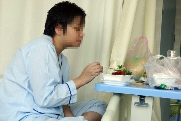 Lan được chuyển sang điều trị tại bệnh viện Đại học Y Dược.