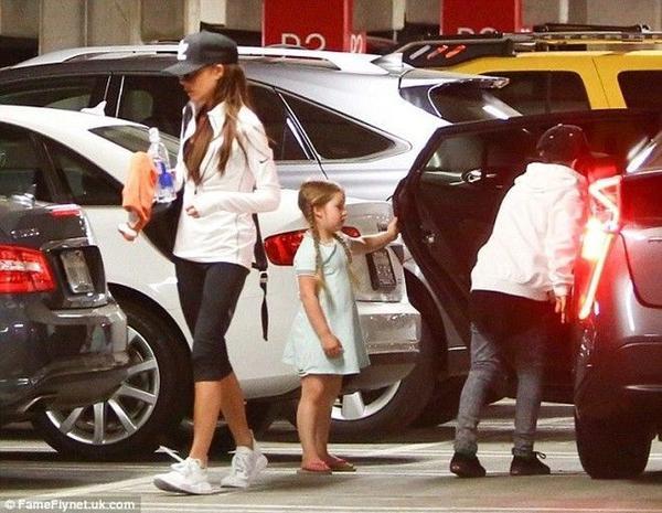 Cô con gái 4 tuổi nhà Beckham được khen điệu đà, nữ tính.