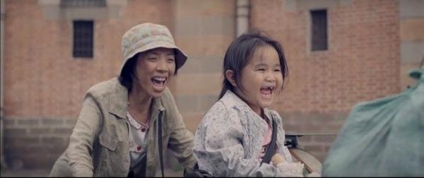Câu chuyện của mẹ con Mưa và Nắng vẫn còn dang dở trong những giọt nước mắt trong trailer, nhưng chúng ta hãy cứ tin rằng, nhất định nắng sẽ về sau những ngày mưa.