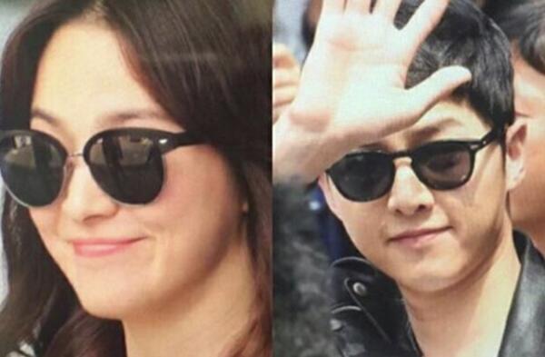 Giữa vô vàn các dáng mắt kính khác nhau, hai anh chị lại cùng chọn kiểu mắt kính tròn mang phong cách cổ điển, mặc dù không cùng thương hiệu.