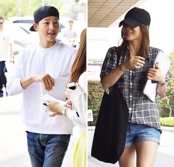 """Cũng trong buổi đọc kịch bản phim, Song - Song đã """"ngang nhiên"""" diện phụ kiện đôi là mũ lưỡi trai màu đen. Chiếc mũ này cũng đã đồng hành với Song Hye Kyo nhiều lần trong thời gian qua."""