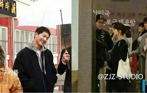 Không chỉ diện đồ giống nhau, Song - Song còn có lần mix đồ y chang nhau với bomber jacket đen khoác ngoài hoodie xám.