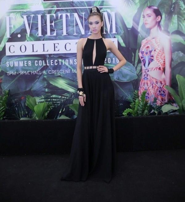 Cô gái Quảng Ninh ngày càng trưởng thành hơn trong từng shoot hình cũng như sải bước tự tin trên sàn catwalk. Với chiều cao đáng ngưỡng mộ, Nguyễn Oanh trong tương lai được dự đoán sẽ còn tiến xa hơn nữa trong làng thời trang nước nhà.